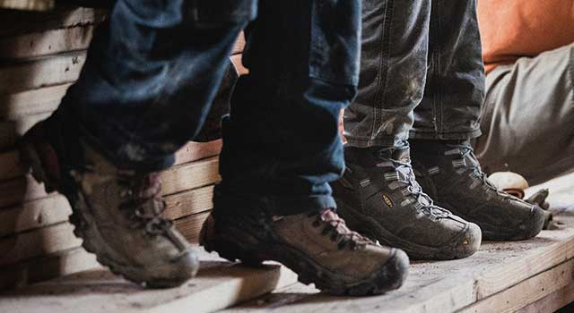 0b434d5996f6 men wearing work boots